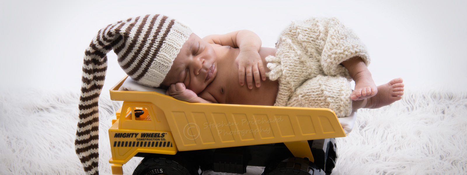 20150725_ND40122_newborn-in-dumper-truck_w1600